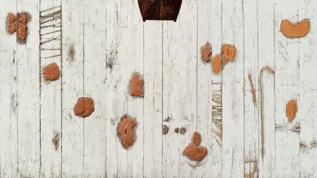 La stanza per le parole, 2011 terracotta, lamiera su tavola, 170 x 300 cm © Pier Daniele La Rocca 2019 - Foto Franco Zannini