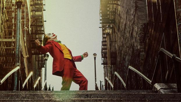 JOAQUIN PHOENIX nel film Joker © 2019 Warner Bros.