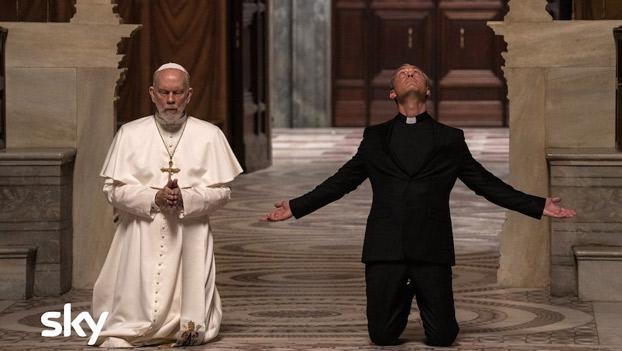 John Malkovich e Jude Law in una scena di The New Pope episodio 9. Photo by Gianni Fiorito